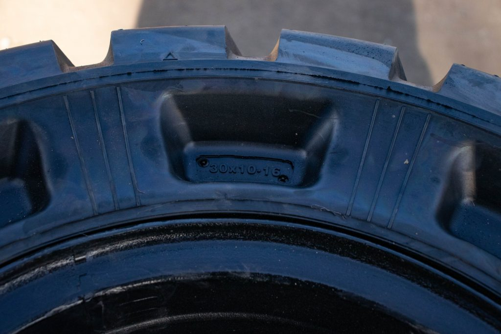 Solid_tire_tokai