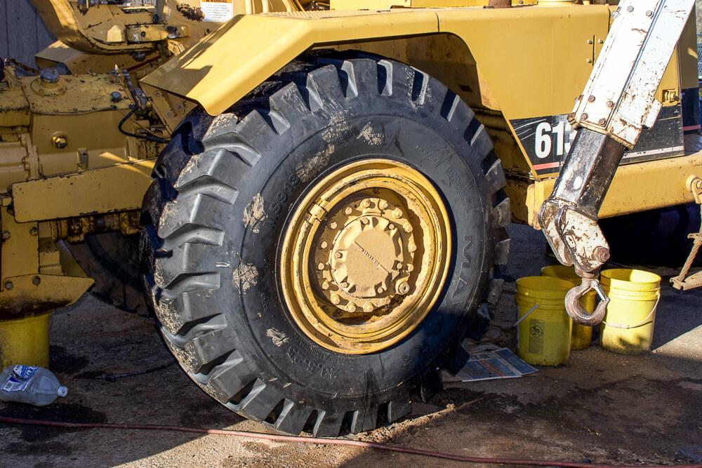 Scraper tire